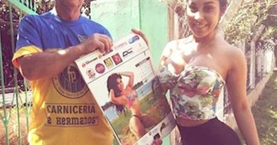 Rossy regaló su calendario a un fan