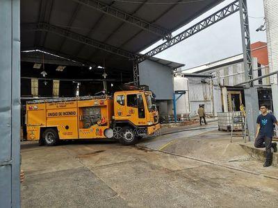 Controlan incendio en depósito de empresa de artículos de limpieza