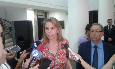 """Acuerdo Automotriz: """"Con esto nos sumamos a la industria internacional"""", dice ministra Cramer"""