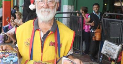 Papá Noel está en la Terminal y alegra a los más chiquitines