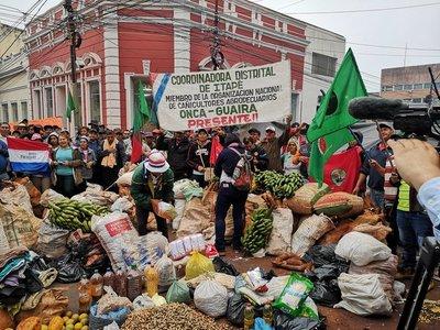 Damnificados reciben ayuda por parte del sector campesino