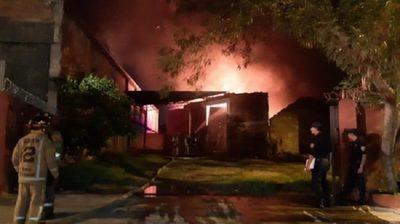 Incendio en un depósito de Asunción deja millonaria pérdida