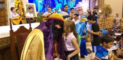 """Causó conmoción la llegada de los """"Reyes Magos"""" al santuario de Luque"""