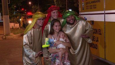 Bomberos de Lambaré se convirtieron en Reyes Magos