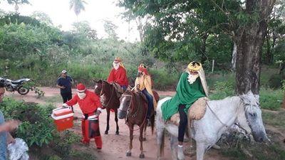 Niños en Yvy Ya´u vieron llegar a caballo a los Reyes Magos