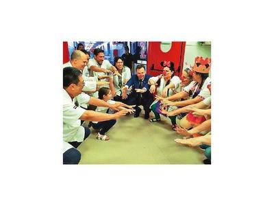 Payasonrisas llenan de magia a niños del  IPS Central por Reyes