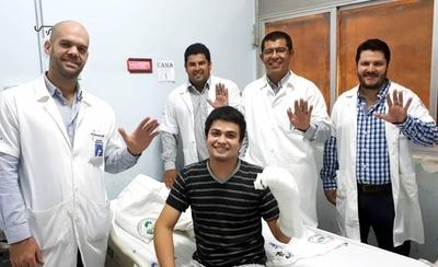 HOY / Paciente con implante de mano amputada recibió el alta hospitalaria