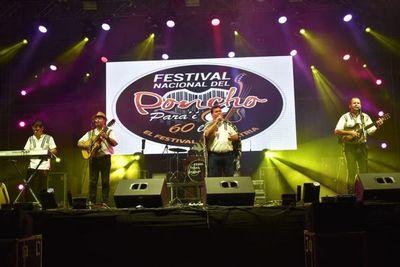 Multitudinario festival del Poncho Para'i en Piribebuy