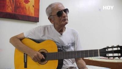 HOY / Con voz firme y la guitarra a cuestas, Onofre Orrego enfrenta batallas de la vida