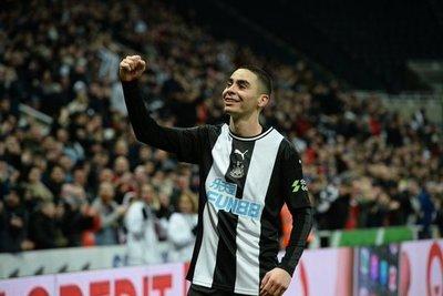 Almirón y otro gol de categoría con el Newcastle