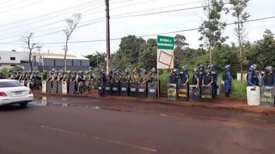 Gran despliegue policial para desalojo en ex propiedad de Stroessner en CDE