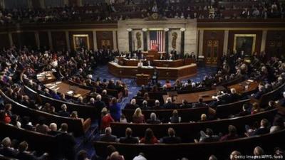 Cámara de Representantes de EE.UU. elevó al Senado el proceso de juicio político a Trump