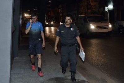 Militar detenido tras presuntamente disparar porque vecino apagó la luz de la plaza