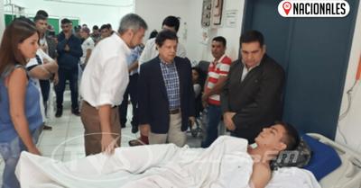 Presidente Mario Abdo y Ministro Euclides Acevedo brindan apoyo a agentes Linces heridos