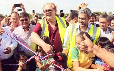 Marito inaugura puente que une Minga Guazú con Hernandarias