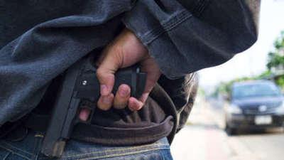Delincuentes despojan de su arma de fuego a policía