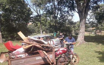 Pdte. Franco: Pillan a mujer que tiraba basura en el Parque Independencia