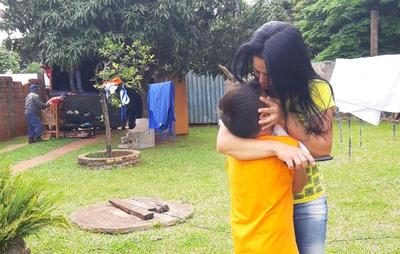 Abogado vende vivienda de una viuda y es desalojada junto a su hijo de siete años