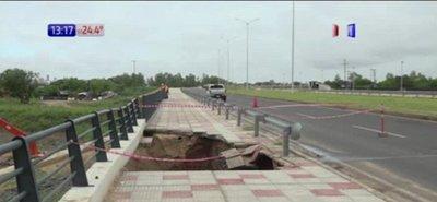Derrumbe de un puente en costanera de Asunción