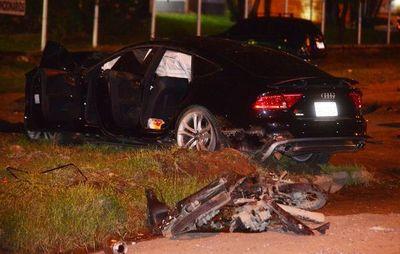 Motociclistas mueren al ser embestidos en la Av. Perón