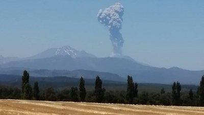 Alerta naranja en Chile por la explosión en el complejo volcánico de Chillán
