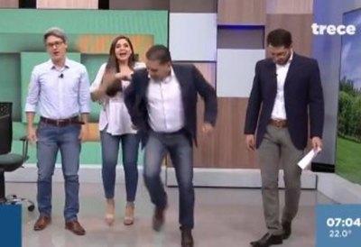 (VIDEO) Imitaron el baile y el saltito de Carlos Martini