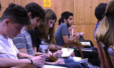 Taiwán ofrece 52 becas a jóvenes paraguayos y Rusia, otras 20