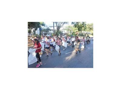 Plogging Asunción, una carrera contra virus del dengue