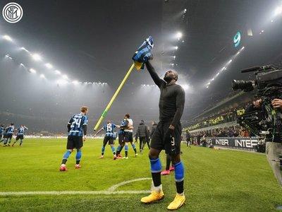 El Inter reina en un derbi vibrante y alcanza a Juventus