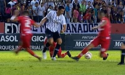 Audio del VAR condena a Díaz de Vivar