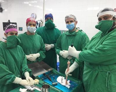 Menor recibe prótesis tras la aplicación de innovadora técnica realizada por primera vez en el Paraguay
