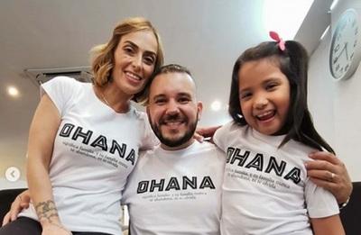 José Ayala y su esposa adoptaron a una niña
