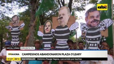Campesinos abandonaron plaza O`Leary