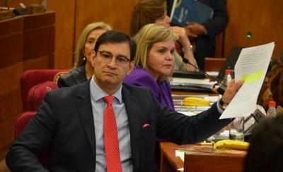 """HOY / Senadores estudian hoy """"en ayunas"""" cambio del Financiamiento Político"""