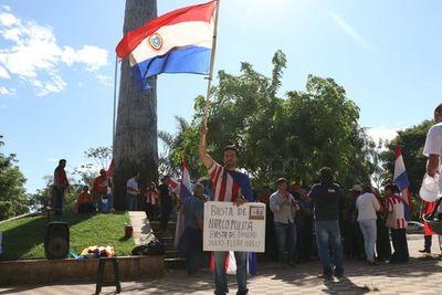 Ciudadanos siguen sesión desde la plaza del Congreso