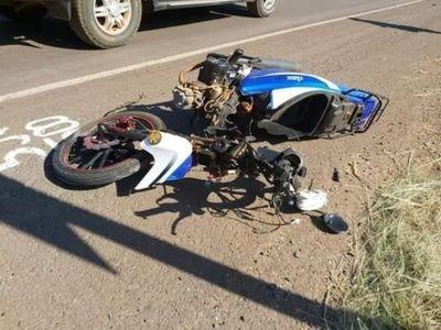 Salió con la moto de su abuela, chocó y murió