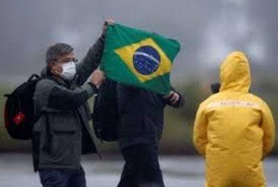 """Operación """"Regreso a la Patria Amada"""" trajo de vuelta a 34 brasileños del epicentro del coronavirus"""