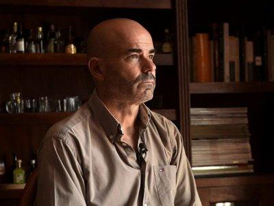 Sacheri: El hombre que  lleva sus  libros al cine