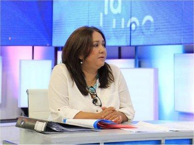"""""""En octubre ya comuniqué los errores en libros"""", dice directora destituida del MEC"""