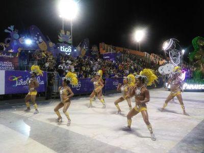 Cuarta y penúltima noche de corsos en Encarnación