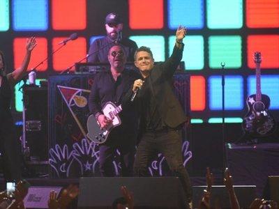 Alejandro Sanz vuelve a enamorar con un emotivo concierto