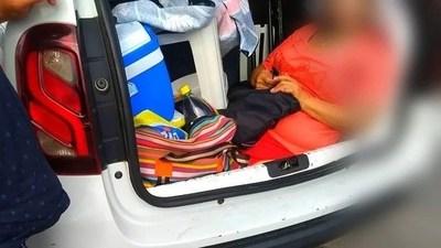 Brasil: Multan a argentino por llevar a su suegra en el baúl del auto