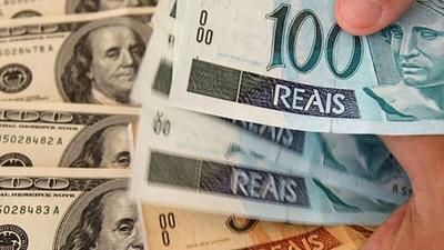 El dólar alcanza por primera vez el listón de 4,40 reales en Brasil