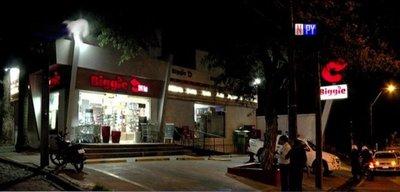 Violento asalto a minimercado en barrio Trinidad