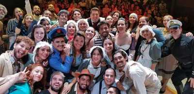 """La comedia """"Cuatro corazones con freno y marcha atrás"""" se presenta en la Alianza Francesa"""