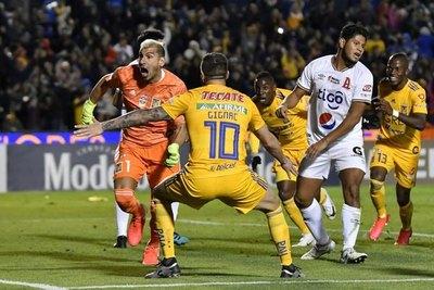 Increíble gol del arquero en el descuento y Tigres pasa en la Concachampions