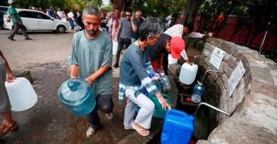 HOY / Doce barrios sin agua hace más de dos días: prometen reponer servicio esta noche