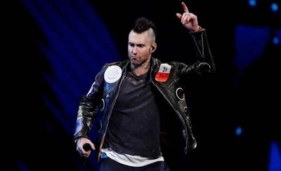 """HOY / Adam Levine se marcha enojado de Viña del Mar: """"Esto no es un concierto"""""""