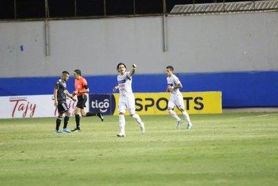 Nacional derrotó a Olimpia y le impide llegar a la cima