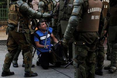 """Chile contiene el aire ante un mes de marzo  """"caliente""""  y lleno de protestas"""